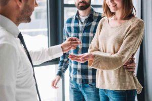 על השכרת דירה, מכירת דירה ורישום מקרקעין